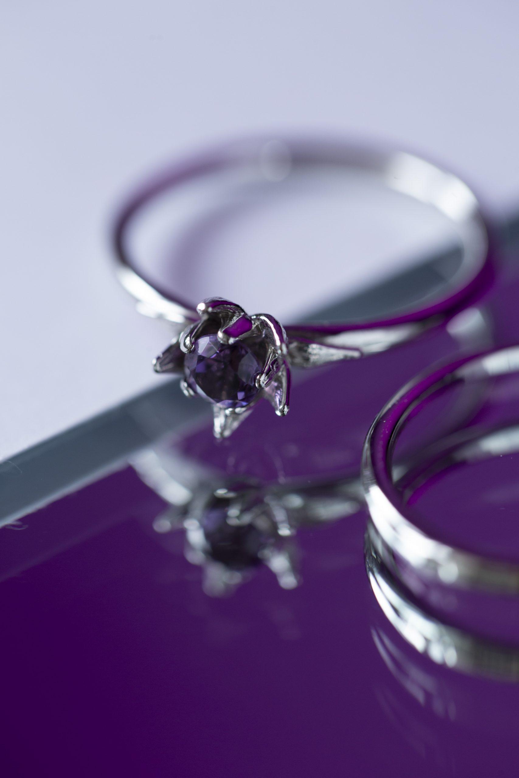Помолвочное кольцо c крупным камнем